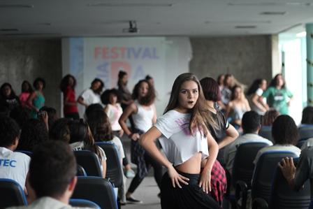 Lançamento do Festival Cria da Rua agita Escola Técnica Adolpho Bloch