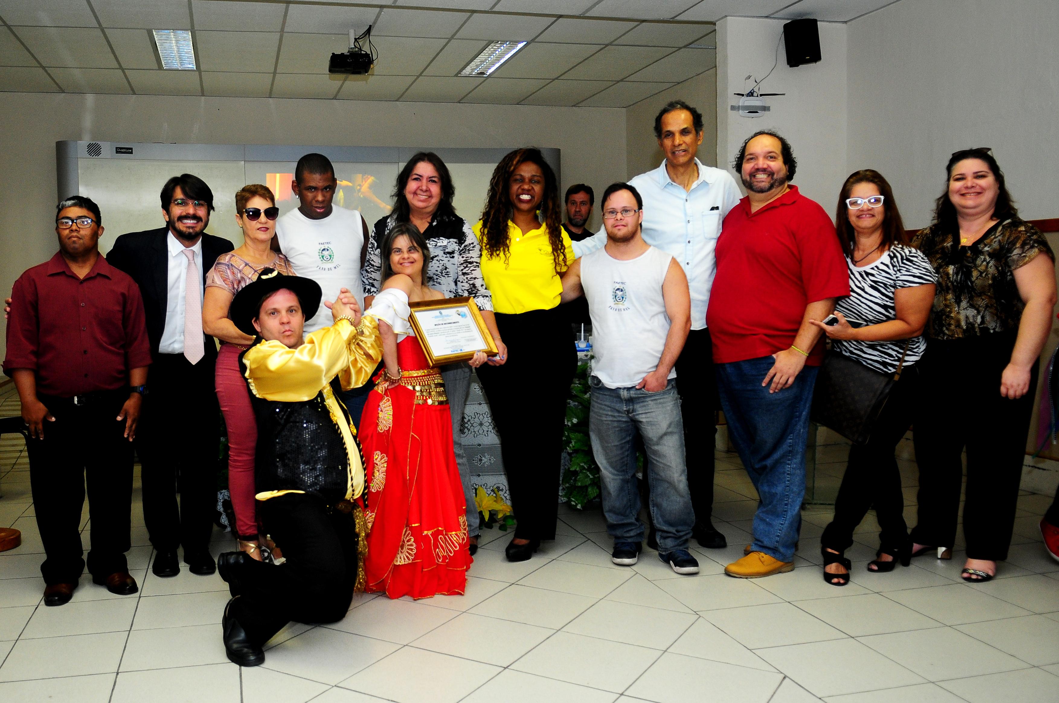 Escola Especial Favo de Mel da Faetec homenageia Fernanda Honorato